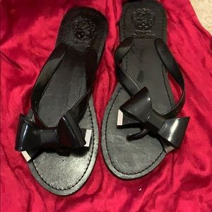 New without tag Vince Camuto black flip-flops